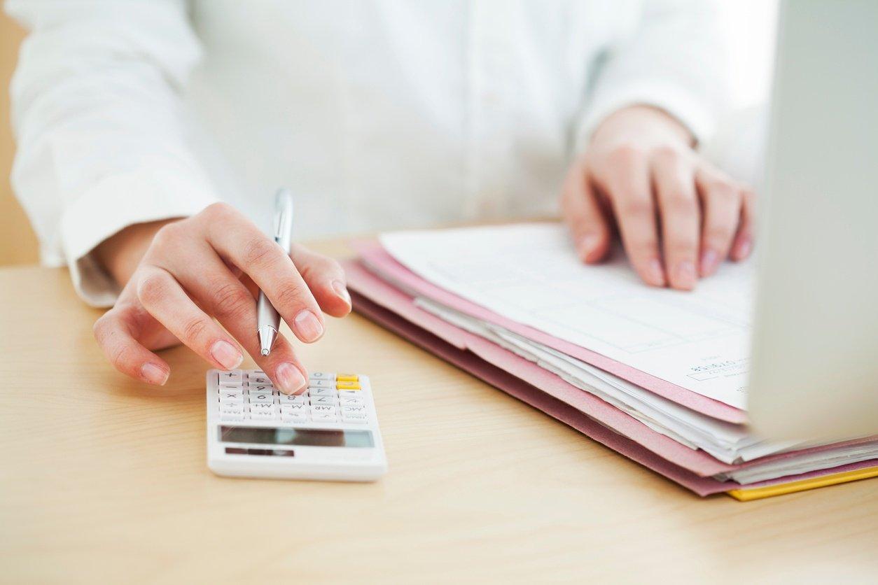 Businesswoman-working-in-office-513818336_1258x838.jpeg